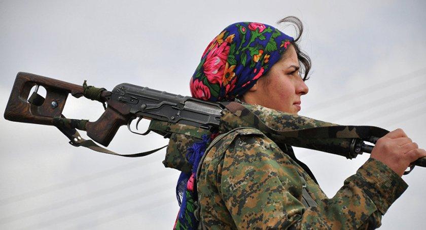 Combattante Kurde